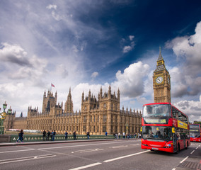 Zelfklevend Fotobehang Londen rode bus London. Classic Red Double Decker Buses on Westminster Bridge