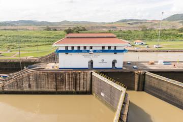 Panama Canal, Miraflores locks