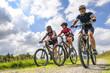 fröhliche Mountainbike-Tour