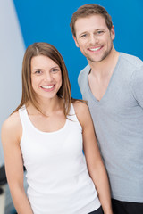 glückliches paar im fitness-center