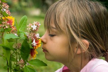 enfant dans le jardin