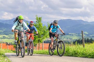 Fototapete - gutgelaunte Mountainbiker