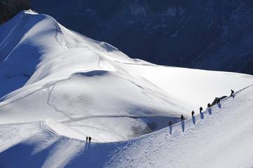 Randonneurs dans le massif du mont blanc