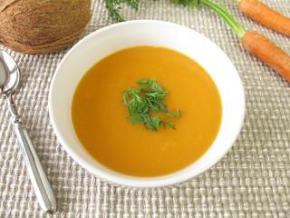 Karottencremesuppe mit Kokosmilch