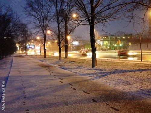 вечерний город в снегу фото