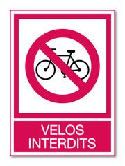 Panneau vélos interdits.