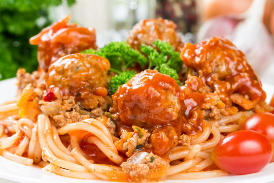 Spaghetti bolognese with beef meatballs