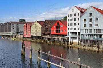 Historische Speicherhäuser in Trondheim am Nidelv