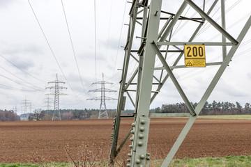 Strommasten einer Stromtrasse