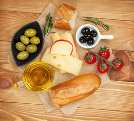 Fresh cheese, bread olives and tomatoes
