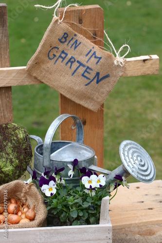 Schild Am Zaun Bin Im Garten Gartendeko Davor Stock Photo And
