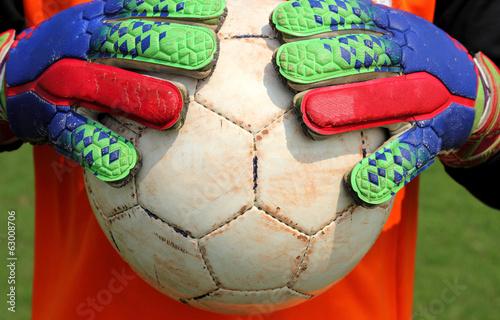 футбол ловить мяч перчатками