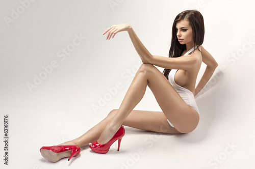 Tattooed lady with big tits Alexa Aimes is posing in high heels № 1301069  скачать