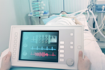 Electronic device for the treatment and diagnosis of the patient