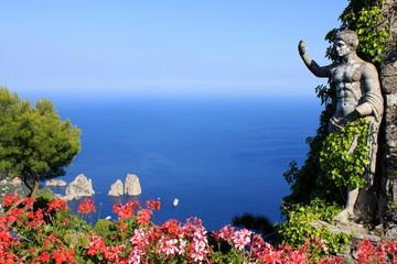 Statue romaine et vue sur les Fariglioni à Anacapri - Italie