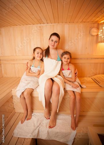 porno-v-saune-s-molodimi-babami