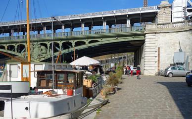 Balade à vélo sur les quais de Seine à Paris