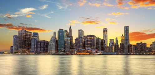 Fototapete - Crépuscule à Manhattan, New York.