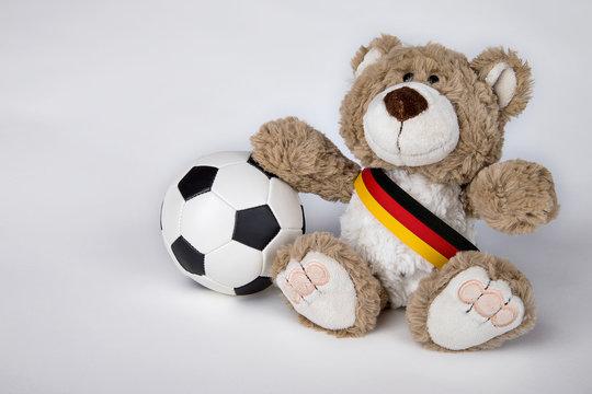 Teddy mit Fussball