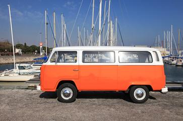 furgoneta hippie naranja lisboa 6790-f14