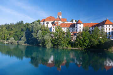 Fotomurales - Allgäu, Füssen, Hohes Schloss, Kloster St. Mang, Lech, Blick v