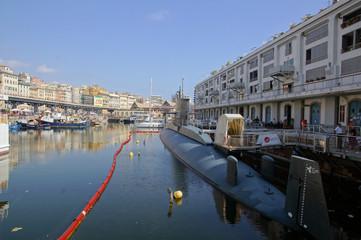 Sous marin à côté du musée de la mer de Gênes