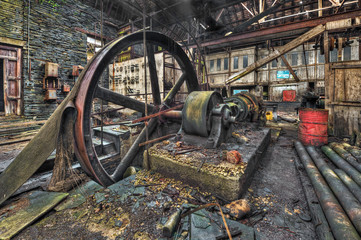 Foto auf Gartenposter Bestsellers Old machinery in derelict workshop