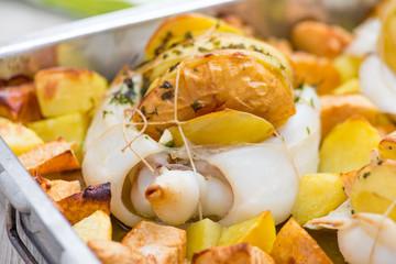 Teglia di seppie ripiene con patate e mele al forno