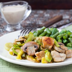 Chicken fillet fried with leek, mushrooms, green beans, sauce