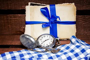 Карманные часы и старые фотографии