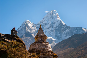 Photo sur cadre textile Népal Buddhist stupa with Ama Dablam in background, Nepal