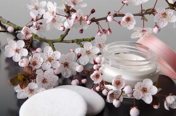 Moisturizing cream with flowers