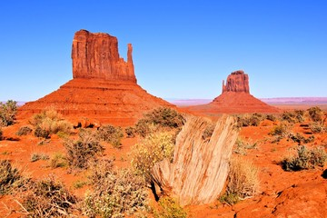 Fototapete - Iconic Wild West view of Monument Valley, Arizona, USA