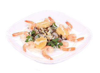 Shrimp salad with mushrooms and lemons.