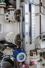 Level transmitter or level gauge