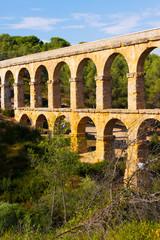 Photo sur Aluminium Voies ferrées Aqueduct de les Ferreres (Pont del Diable) in Tarragona