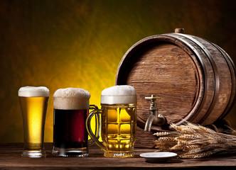 Fototapete - Beer glasses, old oak barrel and wheat ears.