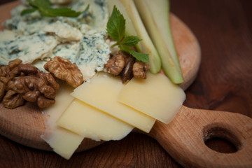 blue mold cheese with pear
