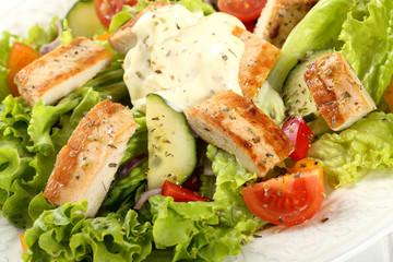 insalata di verdure e pollo