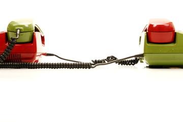 bunte telefone alt stehen nebeneinander