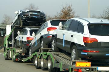 Fototapete - Neuwagen Transport