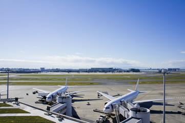 羽田空港と旅客機