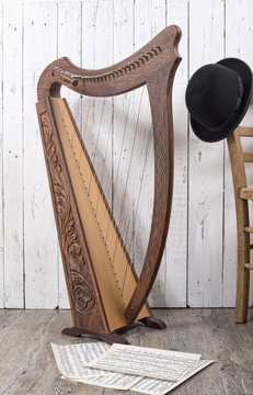 harp with old sheets