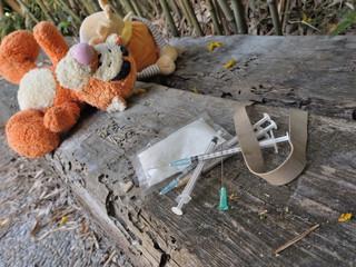 seringues abandonnées dans un jardin public,drogue