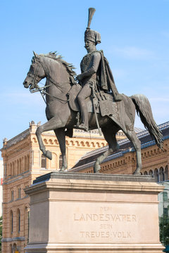 Statue of Ernest Augustus I in front of the Hannover central sta