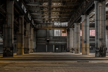 Fototapete - Large industrial hall of a repair station