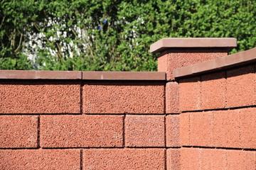 bilder und videos suchen: gartenmauersteine, Garten seite