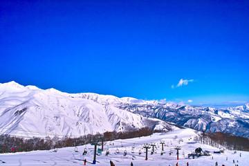 スキー場と山並み
