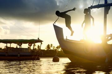 Poster Brésil Silhouettes of diving children
