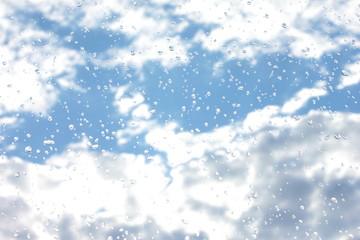 regentropfen fenster scheibe wolken